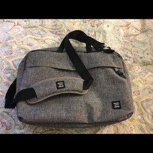 Herschel Sandford Messenger Bag, Raven Crosshatch